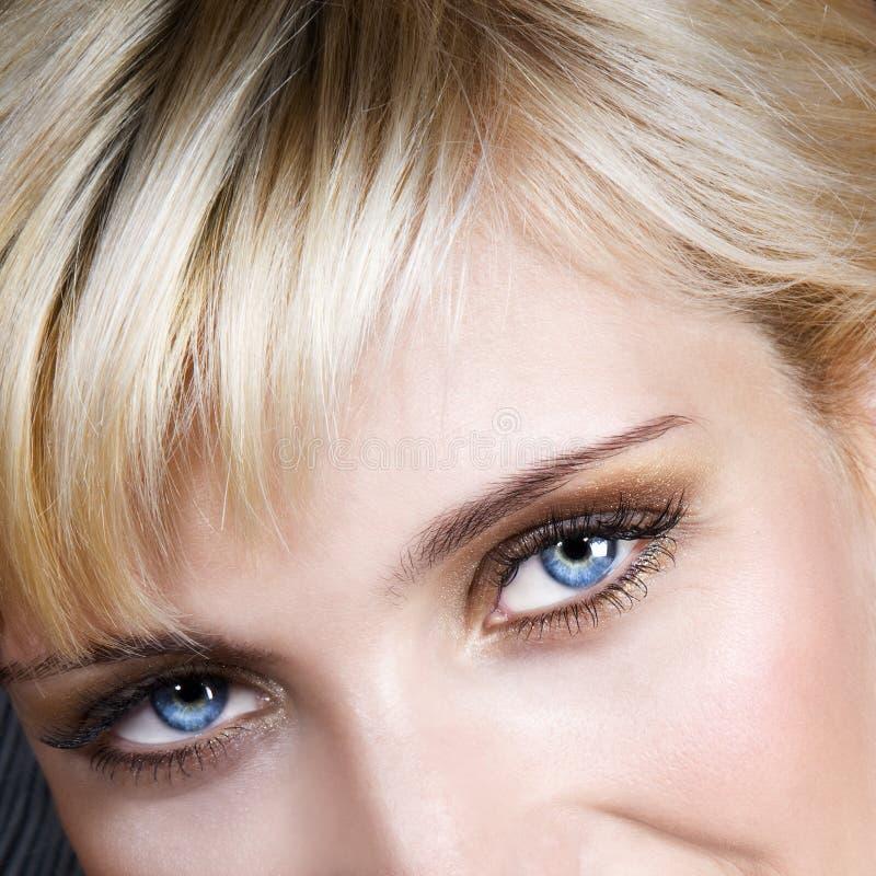 白肤金发的蓝眼睛头发 免版税库存照片