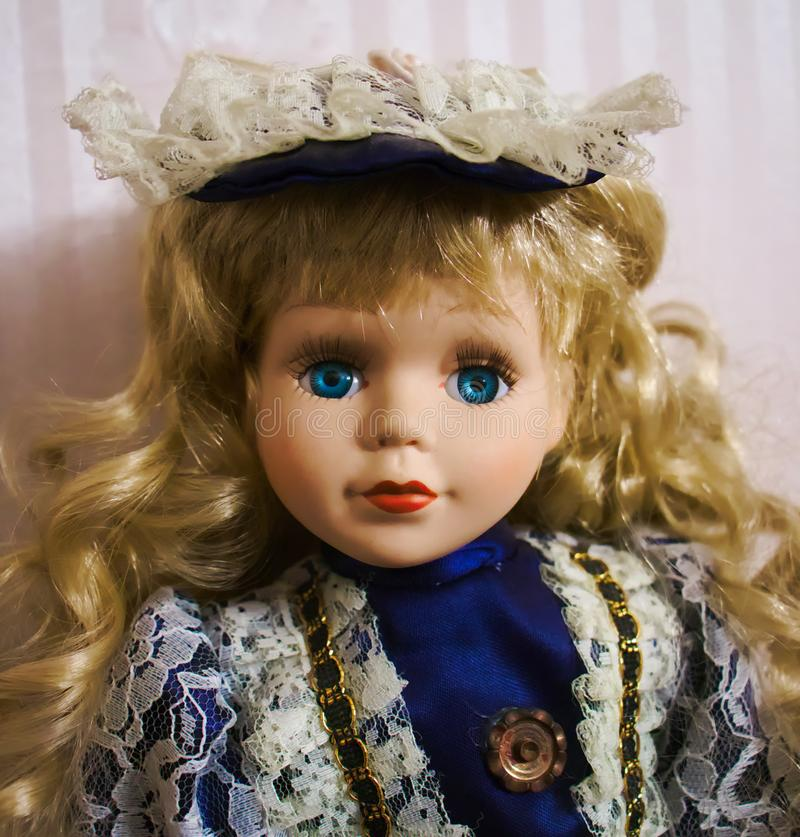 白肤金发的蓝眼睛的玩偶 免版税库存照片