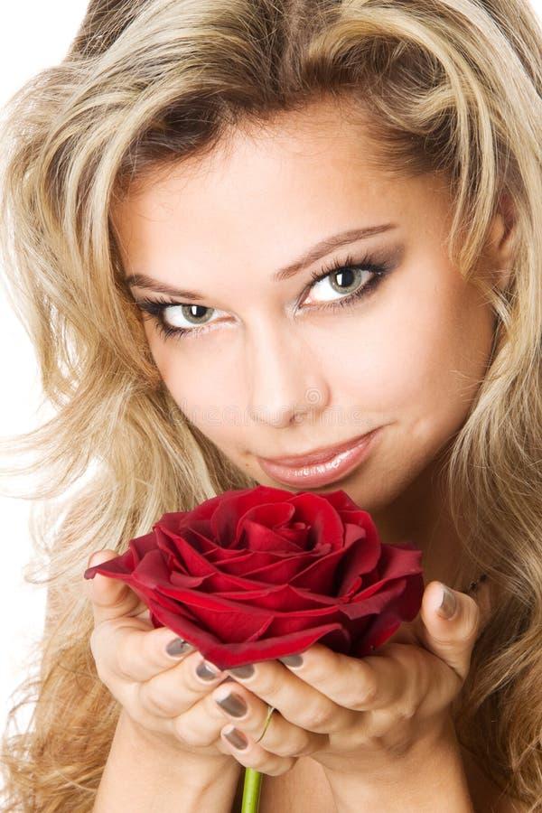 白肤金发的藏品红色玫瑰年轻人 库存图片