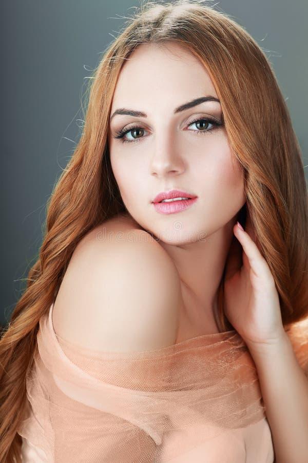 白肤金发的表面妇女 免版税库存照片