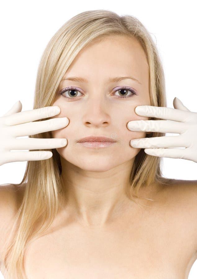 白肤金发的表面手套递她的妇女年轻&# 免版税库存图片