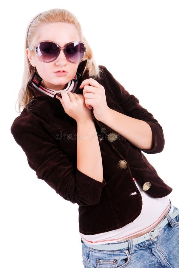 白肤金发的迷人的太阳镜 免版税库存照片
