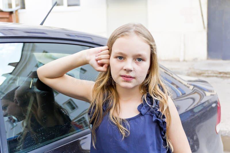 白肤金发的逗人喜爱的女孩头发 库存照片