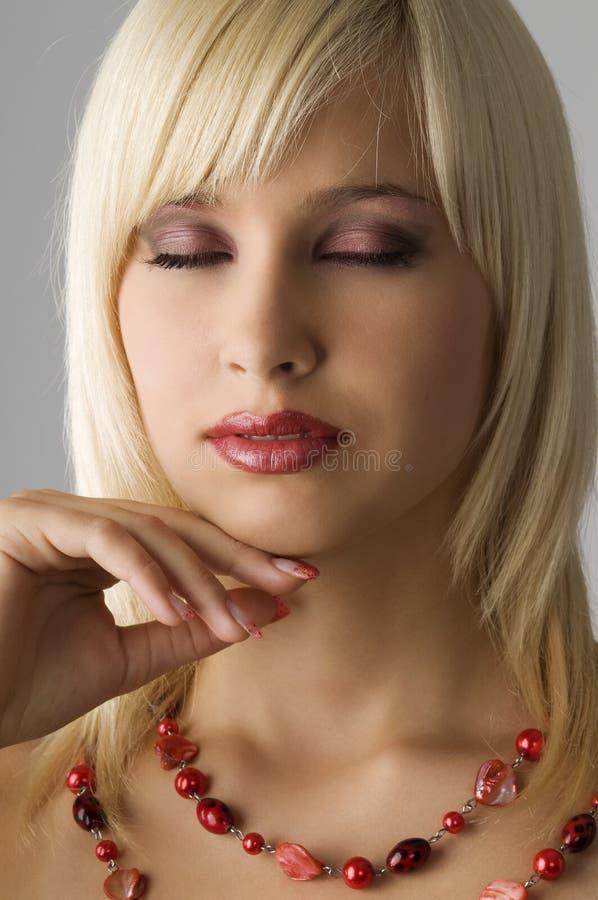 白肤金发的项链 免版税图库摄影