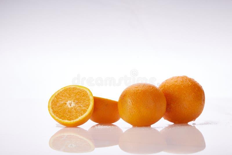 白背景鲜多汁果橙天然有机营养保健食品素新鲜食 免版税库存照片