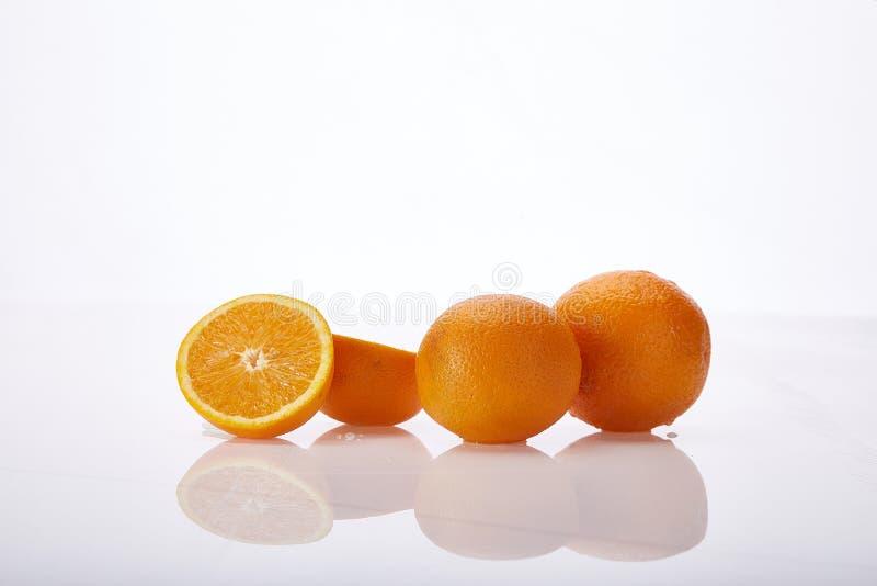 白背景鲜多汁果橙天然有机营养保健食品素新鲜食 免版税库存图片