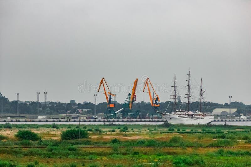 白色乘客帆船 免版税图库摄影