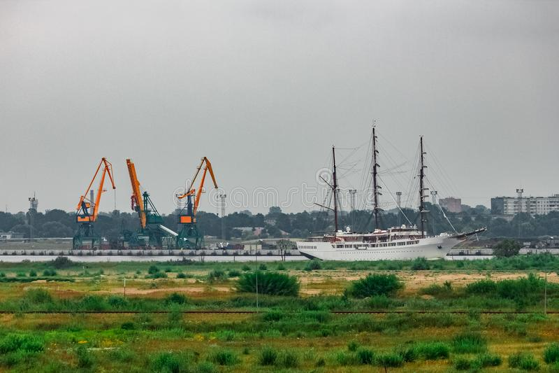 白色乘客帆船 库存照片