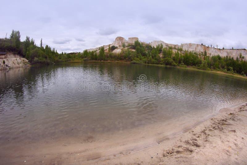 `白色井`的湖,在沃罗涅日市,俄罗斯附近的白垩猎物 库存照片