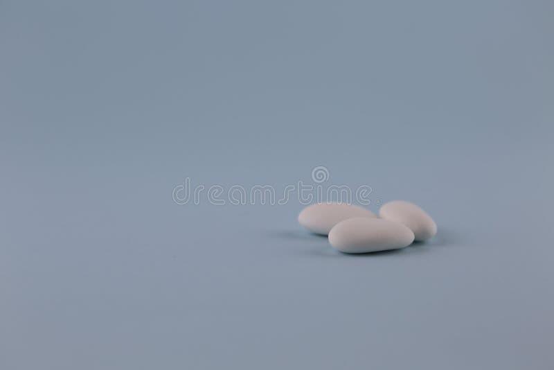 白色加糖的杏仁 库存图片