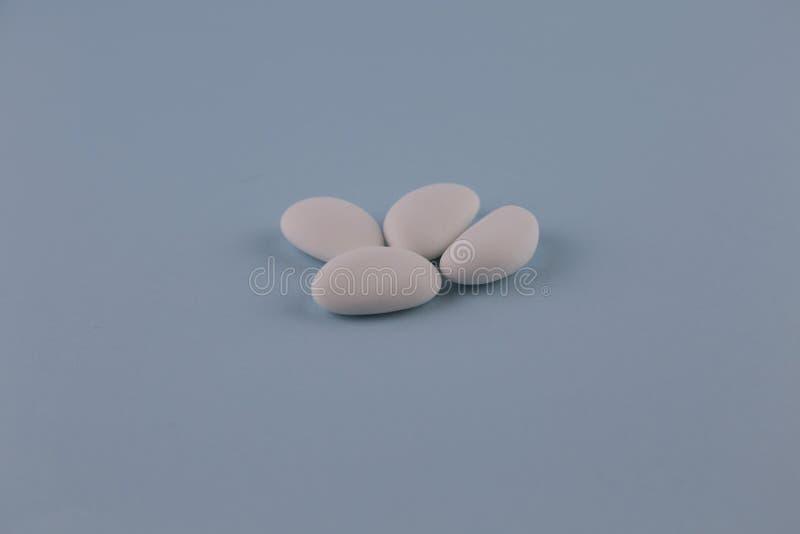 白色加糖的杏仁 免版税库存图片