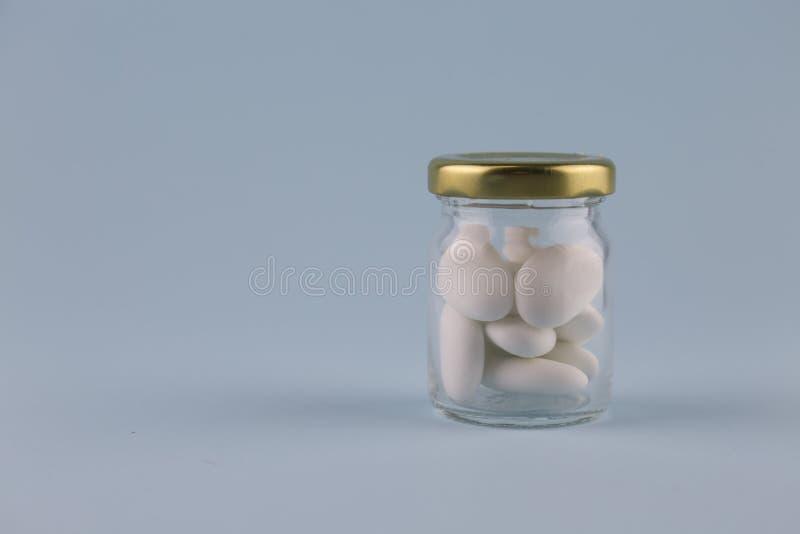 白色加糖的杏仁 库存照片