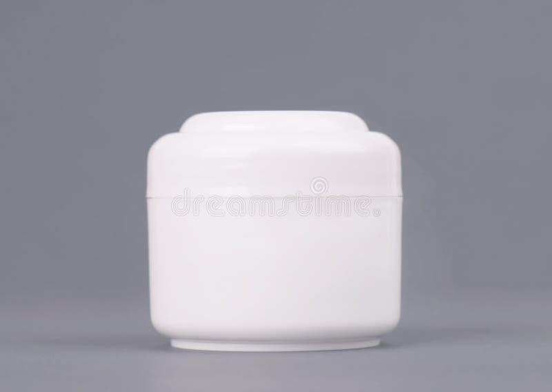 白色化妆奶油色容器 瓶的嘲笑 胶凝体,粉末,凤仙花,没有设计标签 大块混合物的容器 库存照片