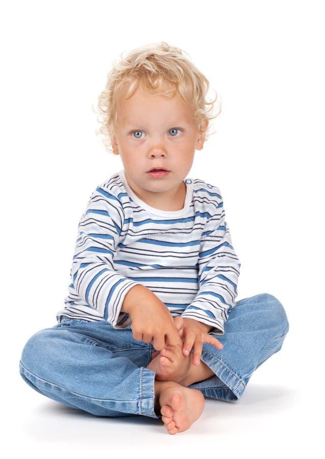 白色卷发和蓝眼睛婴孩 免版税库存照片