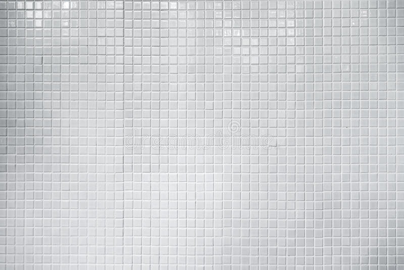 白色发光的瓦片墙壁 无缝的纹理和样式backgrou的 库存照片