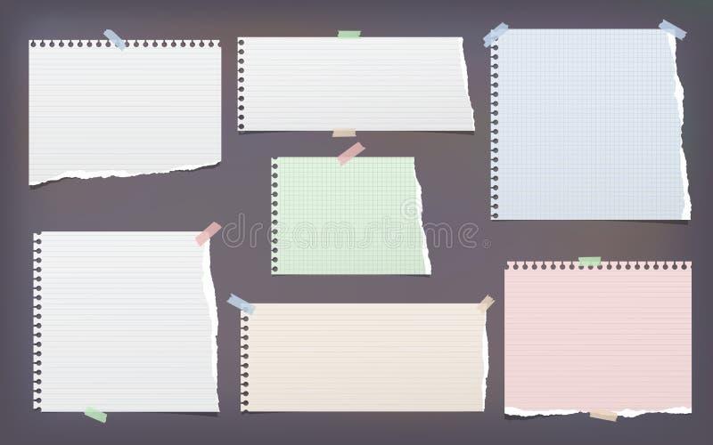 白色和五颜六色的被撕毁的,被排行的和被摆正的笔记,文本的笔记本纸带黏附了与稠粘的磁带在黑暗 向量例证