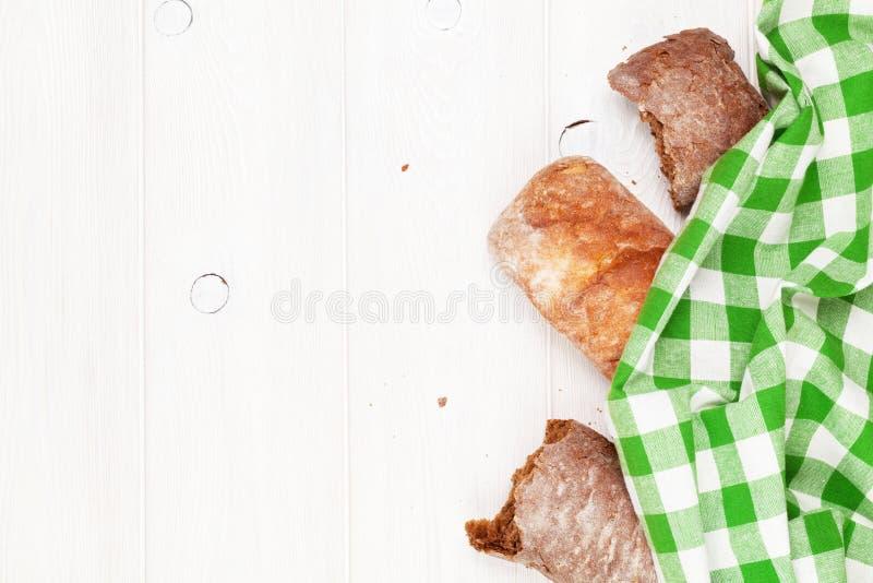 白色和棕色ciabatta 库存图片