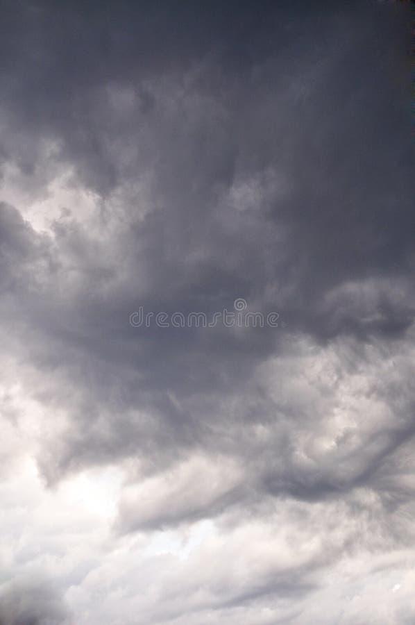白色和灰色云彩阴沉的天气 免版税图库摄影