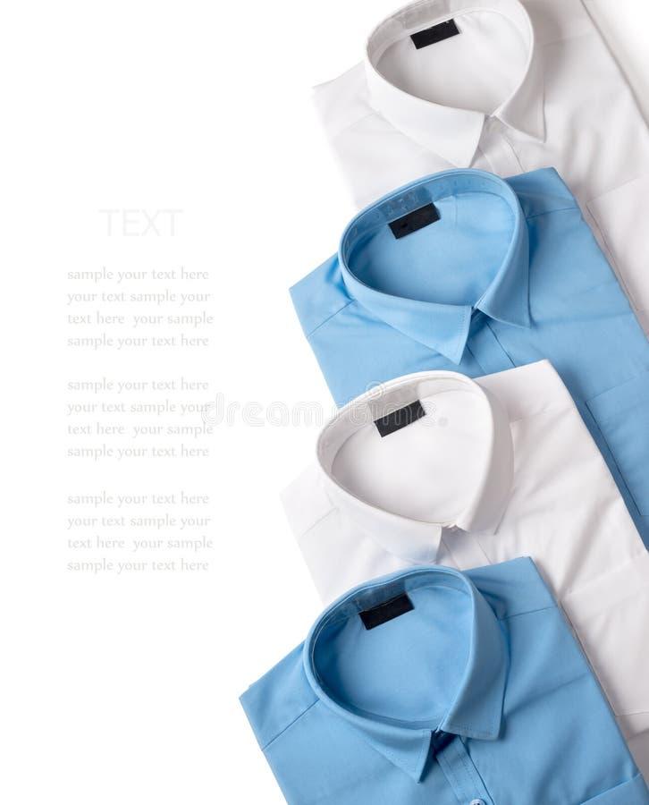 白色和蓝色男性衬衣行  免版税图库摄影