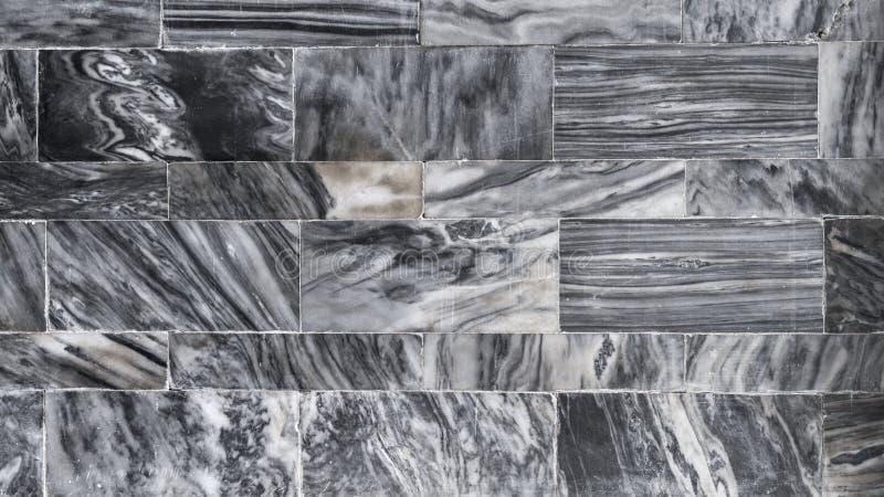 白色和黑自然大理石瓦片样式背景 免版税库存图片