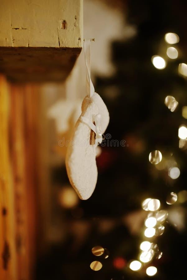 白色圣诞节殴打装饰 库存照片