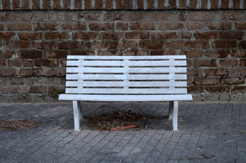 白色塑料长凳 图库摄影