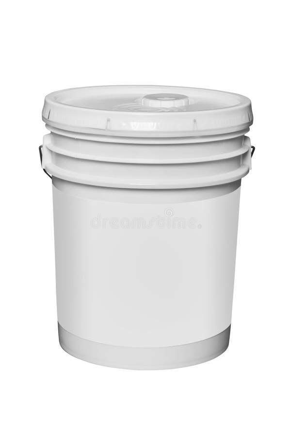 白色塑料5加仑桶,被隔绝 免版税库存图片