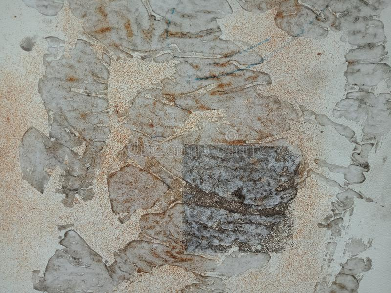 白色墙壁有黑和棕色织地不很细背景 自然背景墙纸, 免版税库存照片