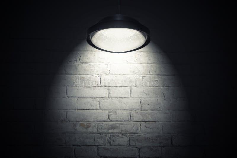 白色墙壁照亮与斑点光 库存图片