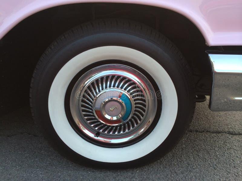 白色墙壁轮胎 库存图片