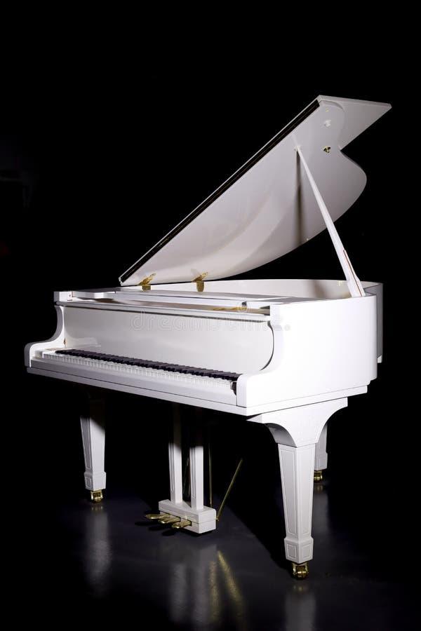白色大平台钢琴 免版税库存照片