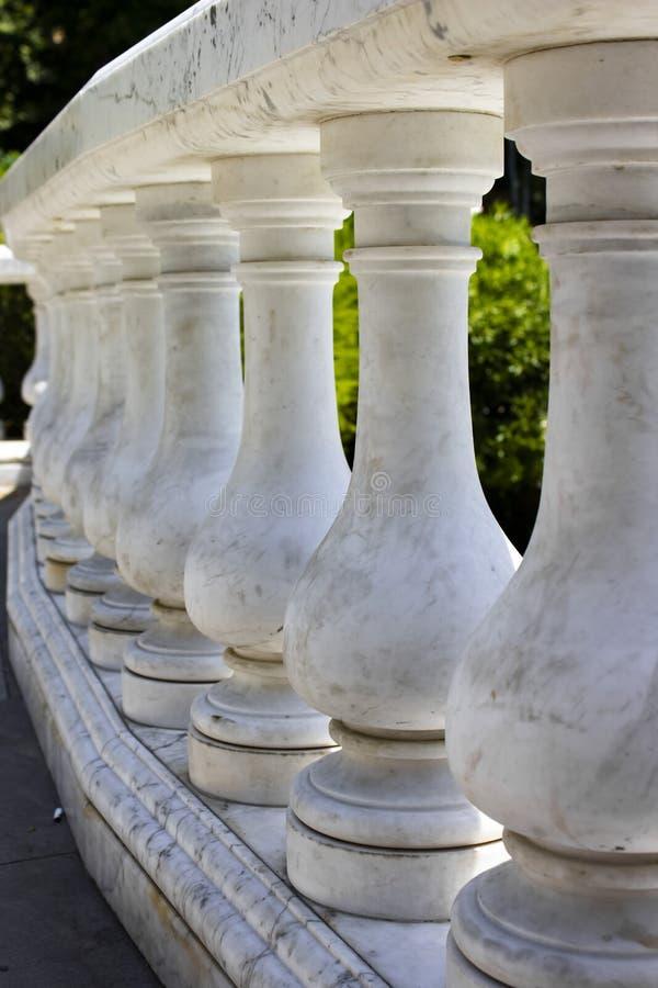 白色大理石雕塑在公园 库存图片