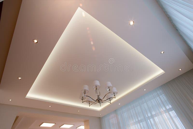 白色天花板阐明与LED 免版税库存图片