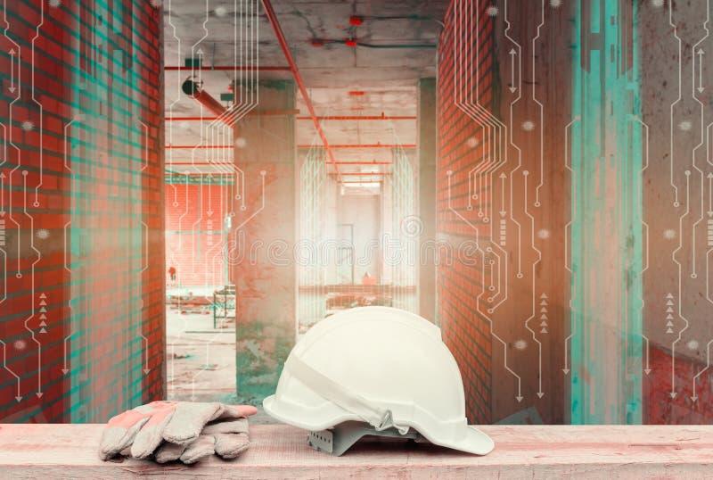 白色安全帽和手套在木桌和两次曝光数字电路线技术内部工地工作 免版税库存图片