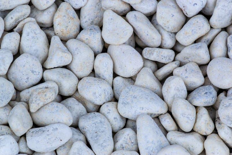 白色小卵石向纹理背景扔石头 图库摄影