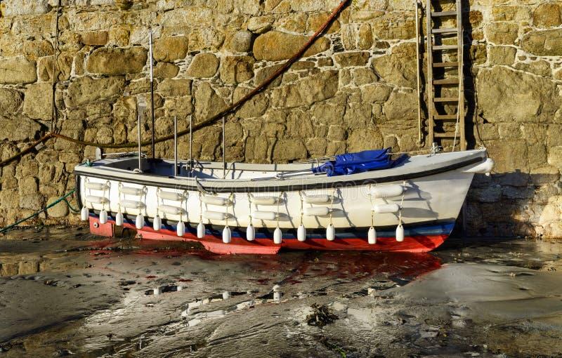 白色小船 免版税库存图片