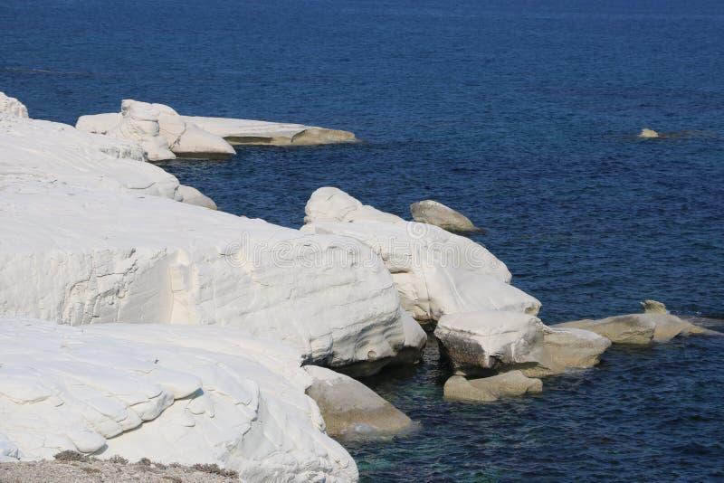白色岩石在美丽的塞浦路斯 库存图片