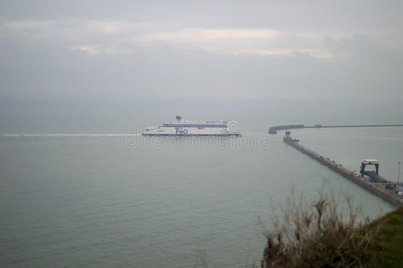 白色峭壁和多弗港口沿海英吉利海峡 免版税库存图片