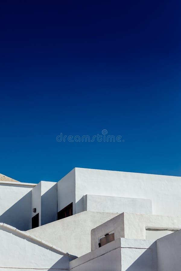白色建筑学房子的抽象片段在兰萨罗特岛 免版税库存图片