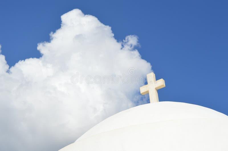 白色教会在锡弗诺斯岛海岛,希腊 免版税库存图片