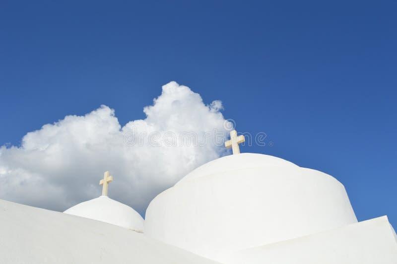 白色教会在锡弗诺斯岛海岛,希腊 免版税图库摄影