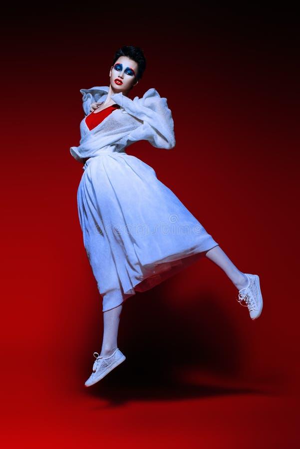 白色时髦的衣裳 免版税图库摄影