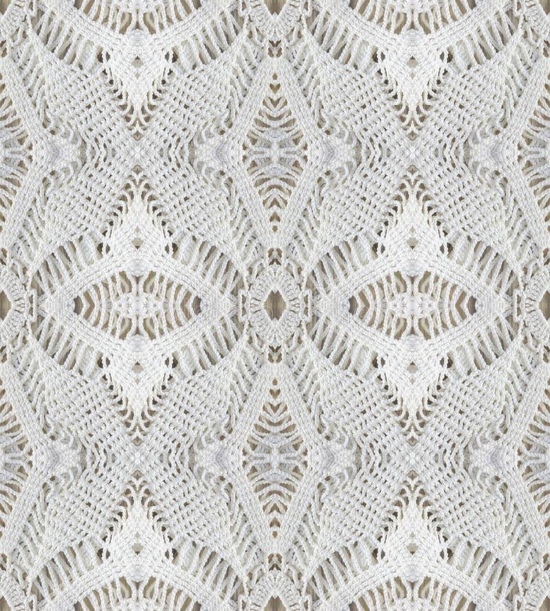 白色有机棉花钩针编织鞋带背景,与镜象反射的拼贴画 库存图片