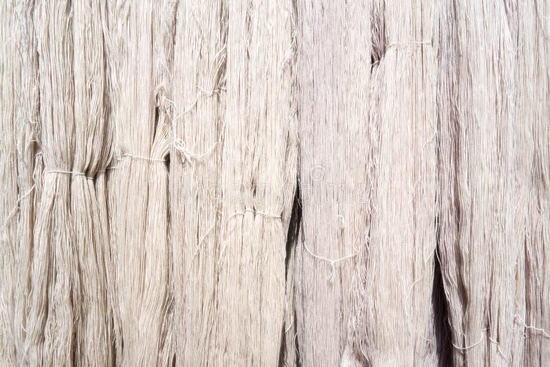 白色未加工的丝绸螺纹背景 库存图片