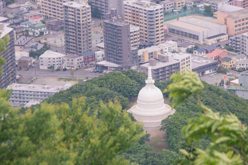 白色札幌和平塔热带看法从登上Moiwa的在札幌市 免版税库存图片