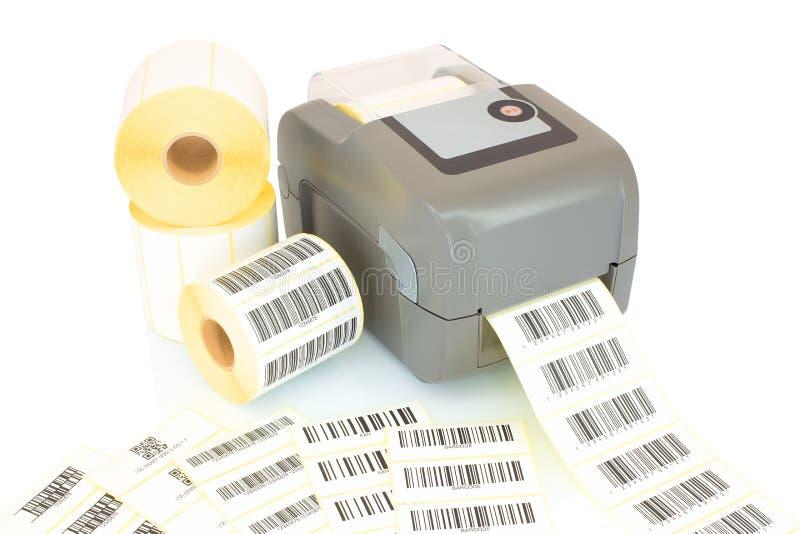 白色标签卷、打印的在与阴影反射的白色背景隔绝的条形码和打印机 免版税库存照片