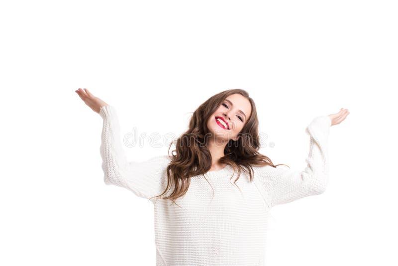 白色毛线衣欢欣的美丽的妇女 免版税库存照片