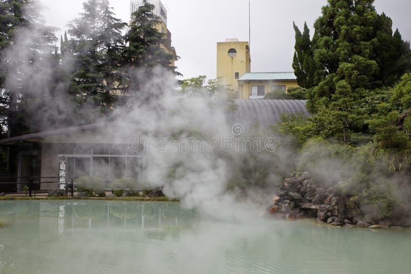 白色池塘地狱温泉城 库存照片
