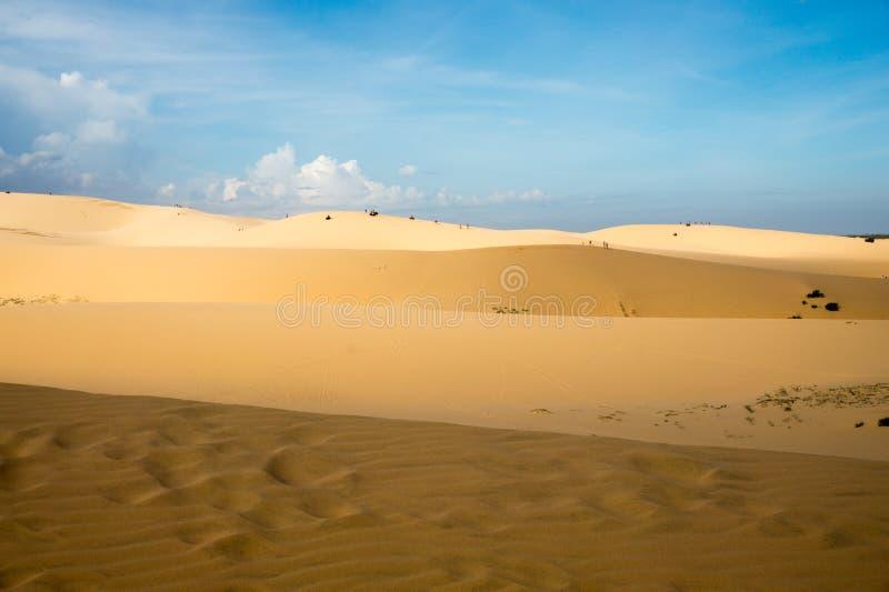 从白色沙丘的美好的全景在越南 免版税图库摄影
