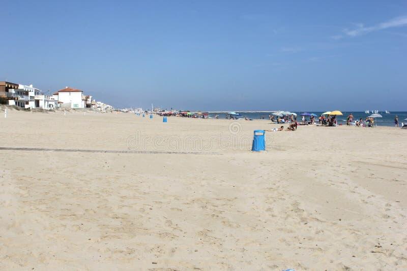 白色沙滩和蓝天在奥利瓦山脉,西班牙 库存照片